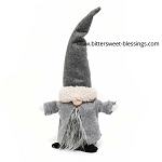 NILS GNOME WITH GREY HAT AND CAPE 9