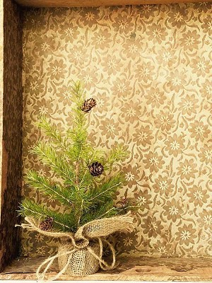 Pine Tree with Cones & Burlap | 12